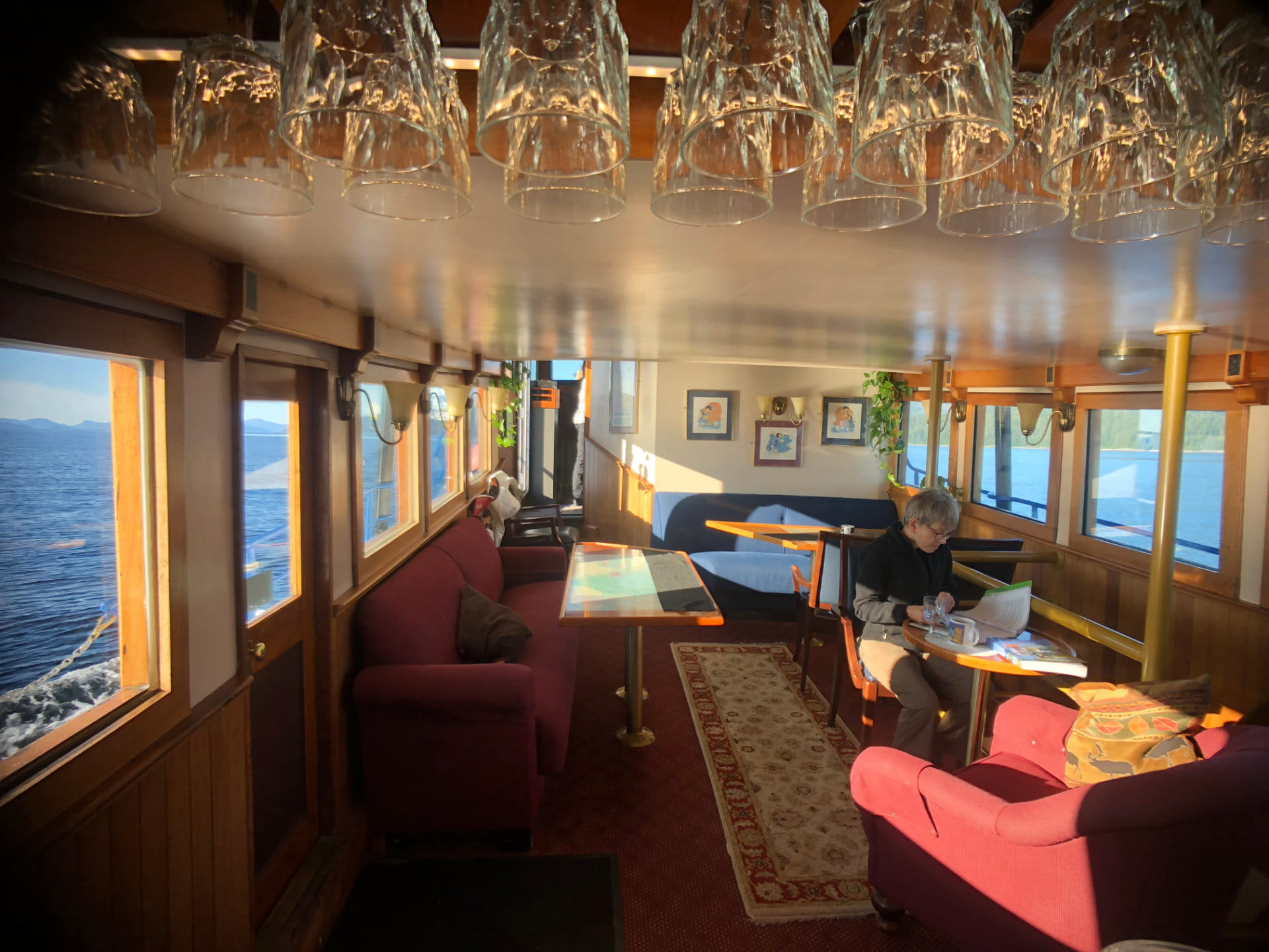 Charming Lounge Aboard The Discovery